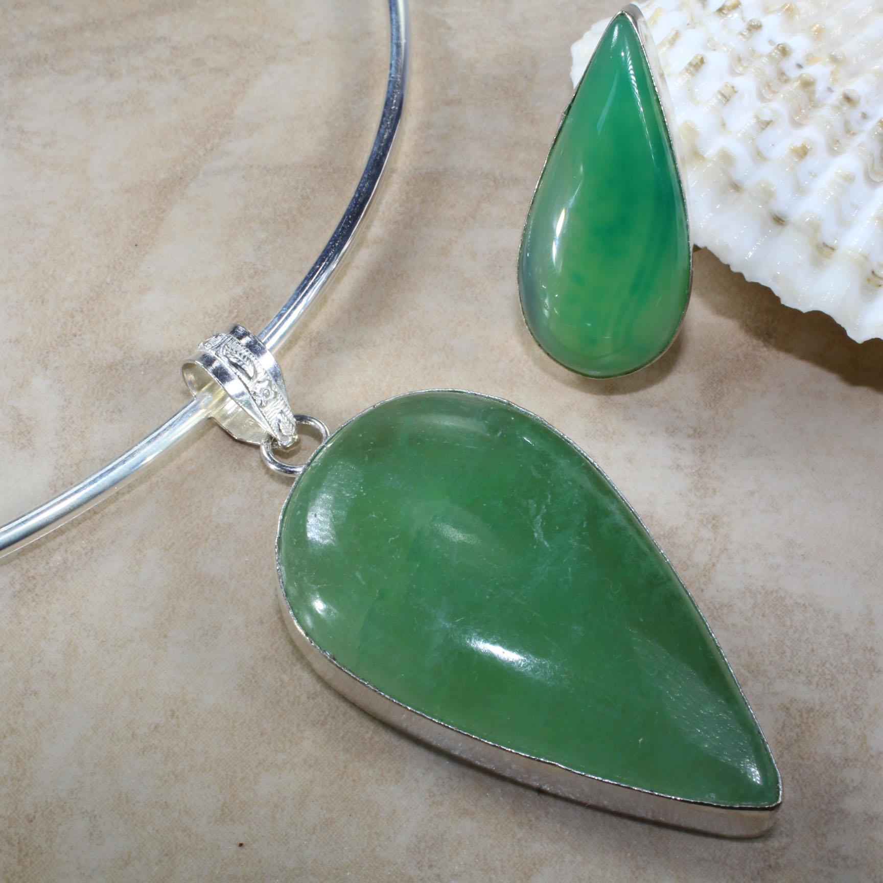 Зеленый камень фото украшения